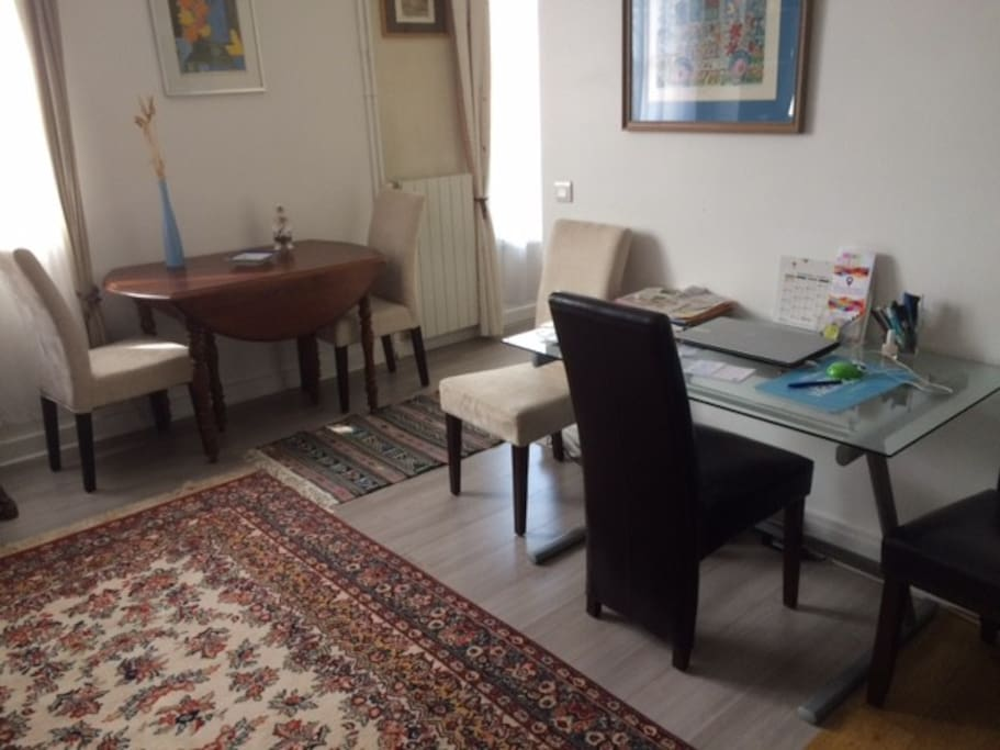 salle à manger avec bureau / dining room with bureau