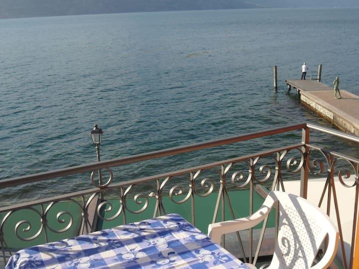 Casa Giardino romantic by the lake