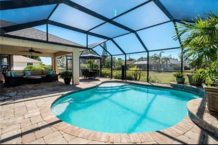 ~~Casa Florida 4 BR  Beautiful Pool Lanai Home!~