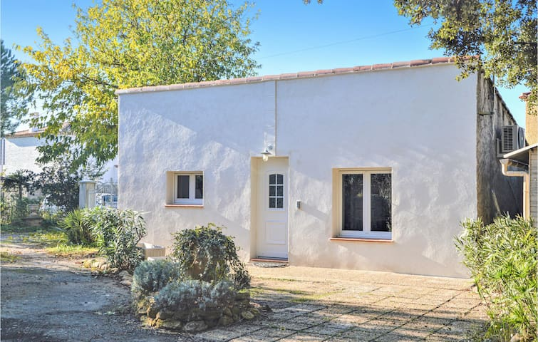 Holiday cottage with 1 bedroom on 35m² in Miramas