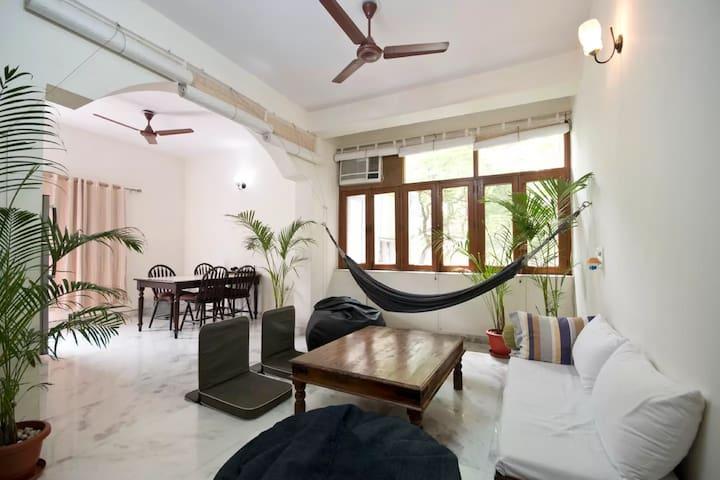 A house with a hammock - New Delhi - Apartament