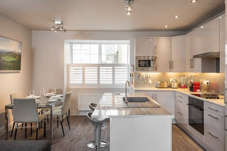 "Kinsale 4 Bed Townhouse located in ""town""! - Kinsale"