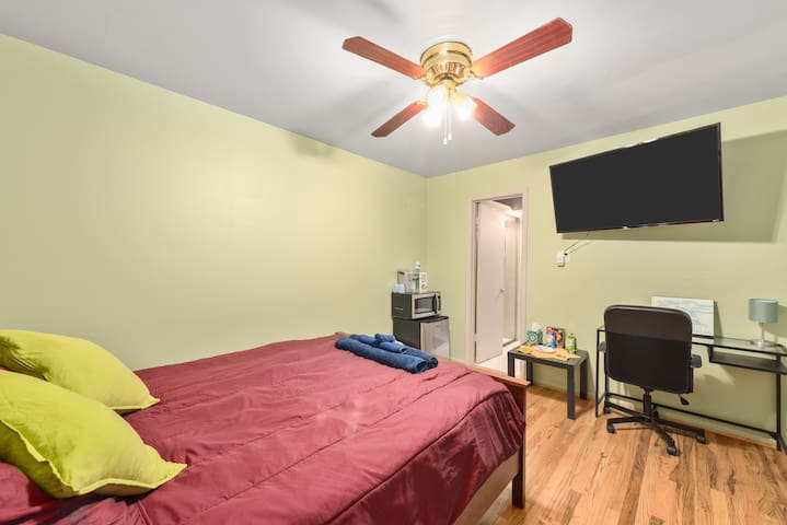Cozy but functional space, we try to provide affordable pricing in urban Houston