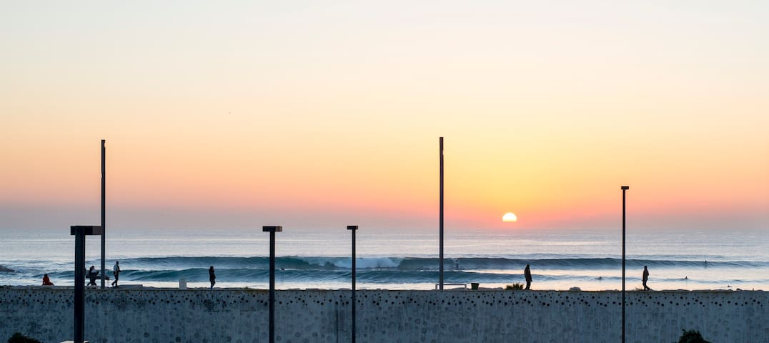 Awesome place to learn to surf and relax. - Costa da Caparica - Huis
