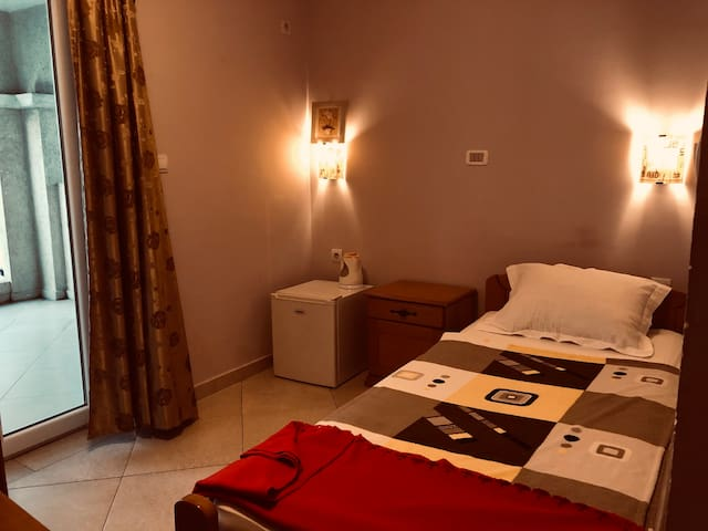 Single room 21 in Guesthouse Villa Maslina, Budva