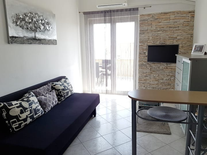 Romantic apartment Neda with sea view