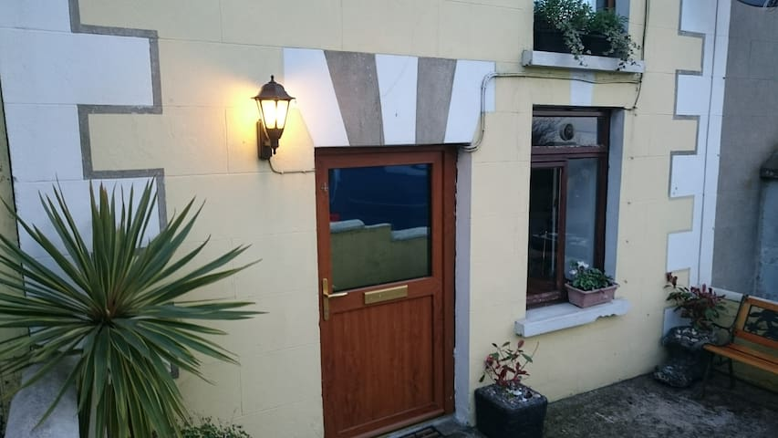 Central Cottage with Character.Off street Parking. - Wicklow - Casa