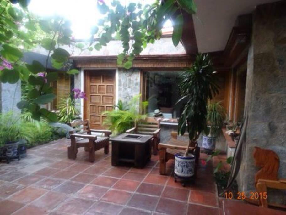 terraza a la salida de una de las recamaras, ideal para tomar café por la mañana