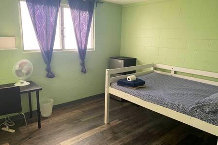 UH/Manoa Valley Room 107