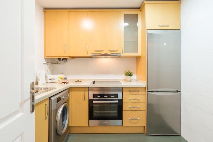 Habitación confortable en apartamento espacioso