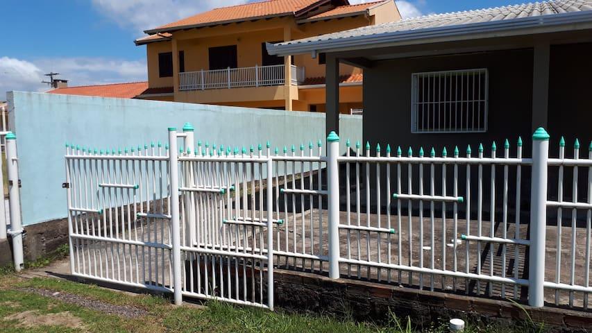 Casa geminada a beira mar.