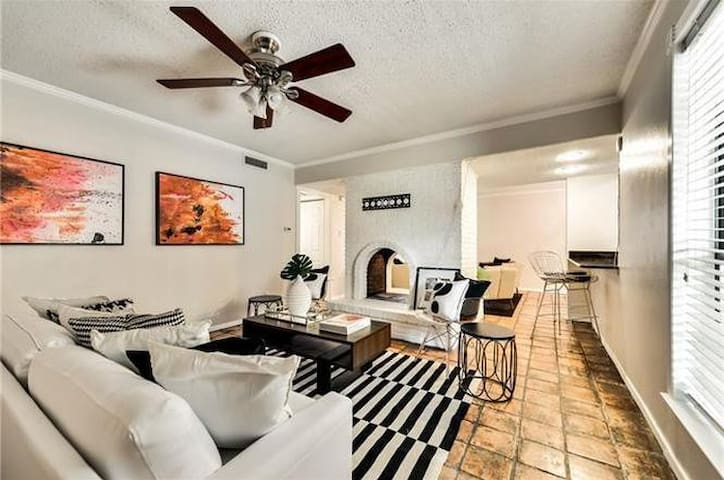 Just Relisted! Cute condo near SMU/Uptown/Downtown