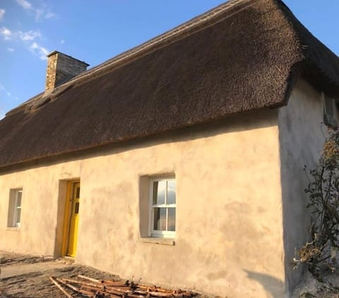 Thatched Cottage with panoramic views