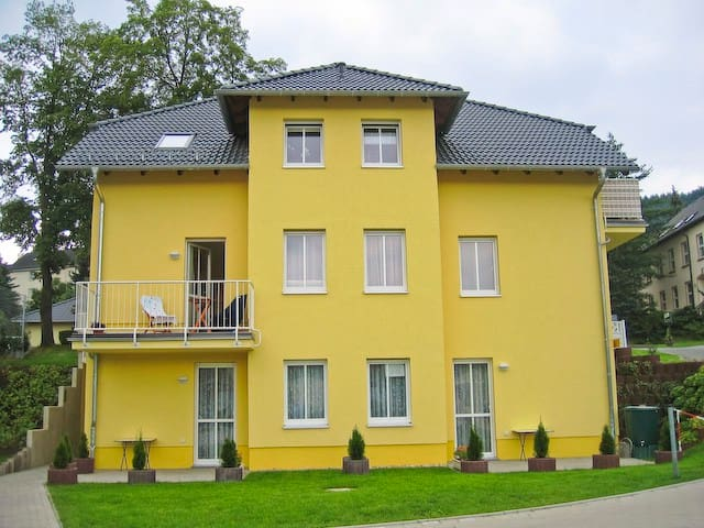 "Villa ""Sonnenschein"" 2 - Am Kurpark - Bad Schlema - Leilighet"