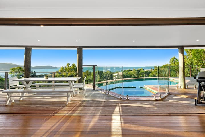 Up & Up Whitsundays - stunning hilltop residence
