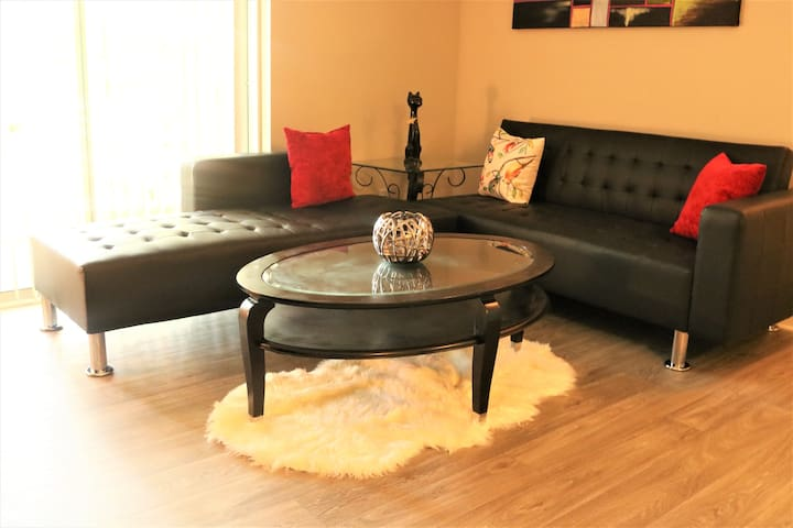 COZY  1 BR ONLY 3 MINUTE FROM LENOX MALL