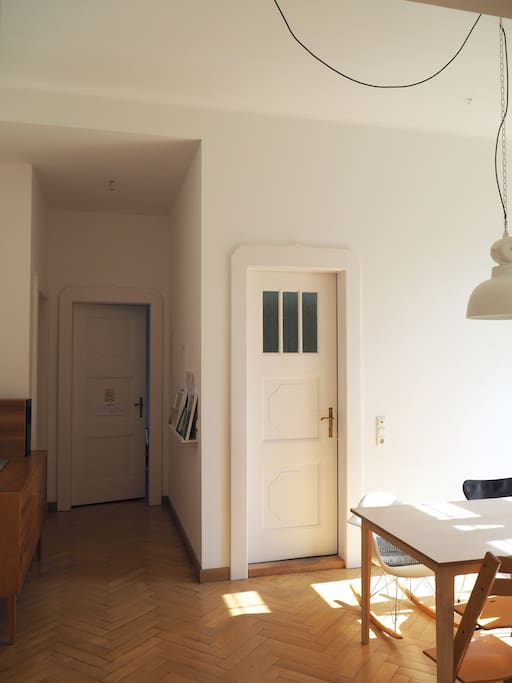 Blick Richtung Bad + Küche
