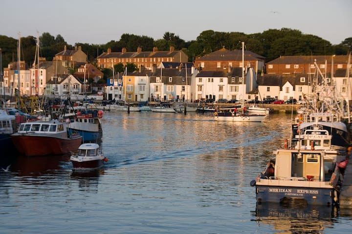 Harbour's edge, Grade II listed, perfect spot.
