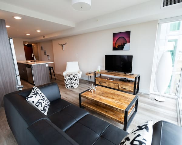 Stunning New 1 Bedroom Apartment Near YEG