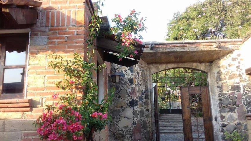 La Guadalupe, Casona del siglo XIX remodelada