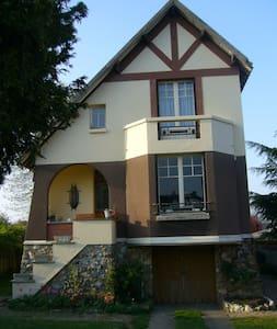 Chambre à l'ancienne maison de village Arts-déco - Mesnil-sur-l'Estrée - Σπίτι