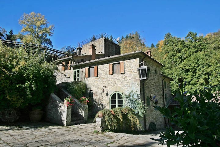 Romantic Tuscany watermill with private pool