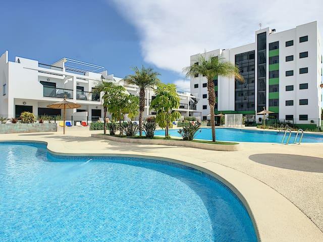 walk to the beach, 2 pools, wifi, parking