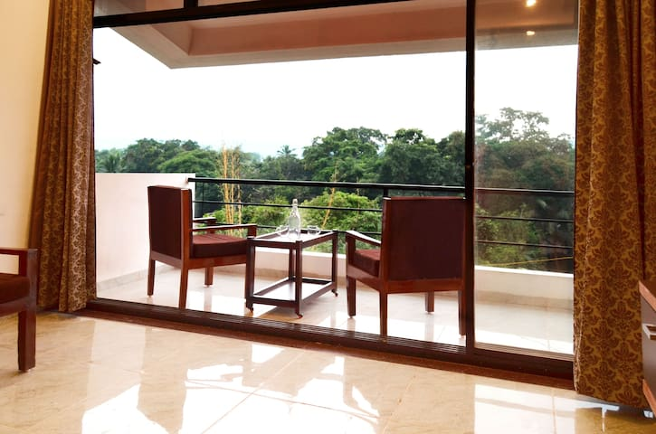 Goan Holiday Stay - Brown Penthouse