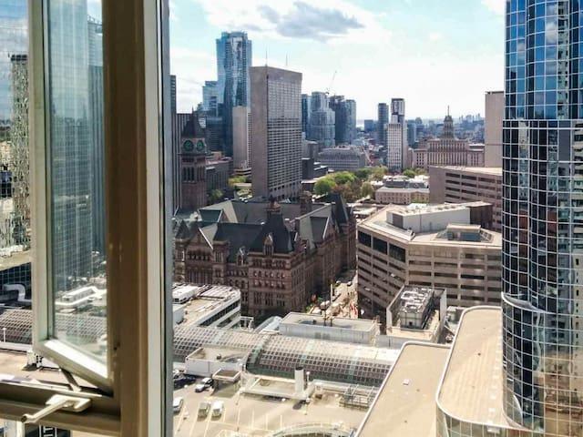 Clean+Perfect Downtown Toronto Apt
