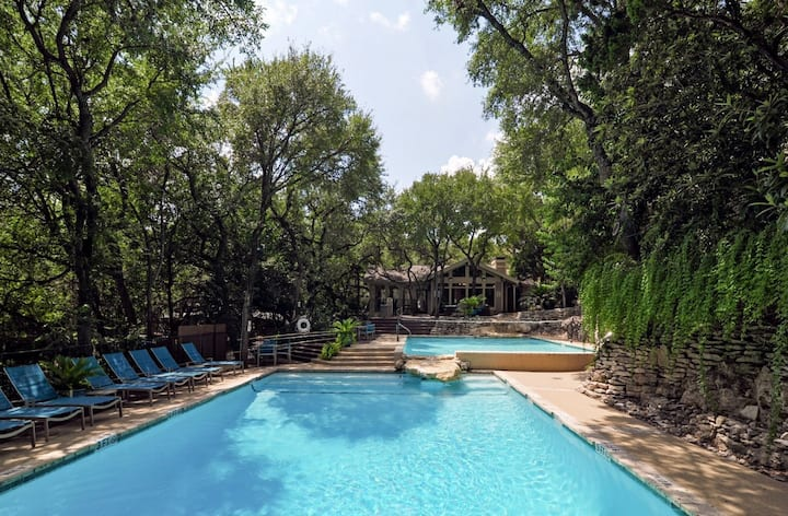 Private Room+ bath near downtown, by Zilker Park|