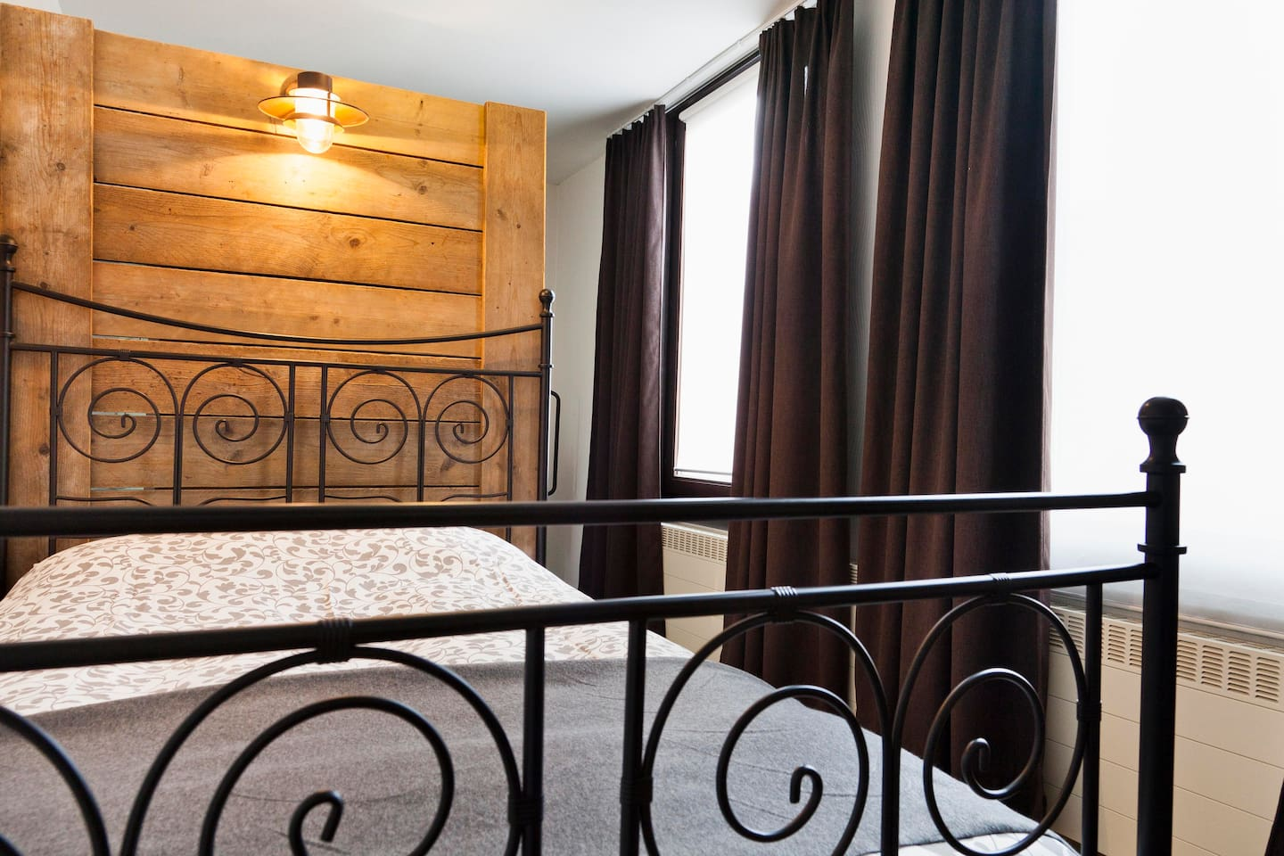 Double room, wooden deco, private shower