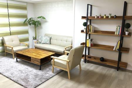일산호수공원과 파주프리미엄아울렛이 가까운 깨끗한 새 아파트^^ - 파주시 - Apartmen