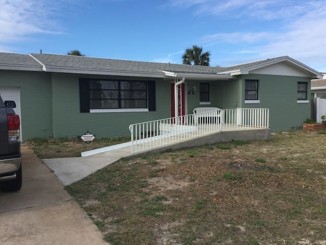 Cozy home two blocks off the ocean - Ormond Beach - Rumah