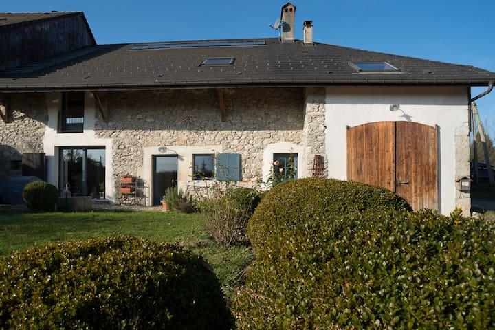 Belle ferme rénovée à 10 minutes d'Annecy - Cuvat - Дом