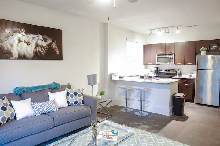 LIT UP!✨ UPSCALE/STYLISH MIDTOWN LOFT/FREE PARKING
