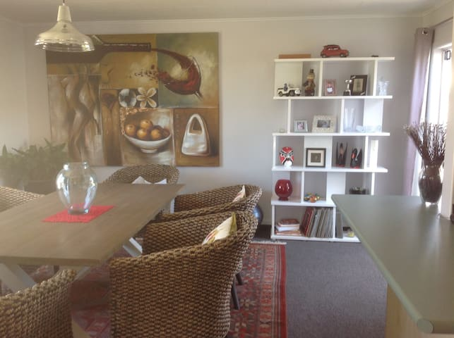 3 B/2Bath renovated family Taradale home