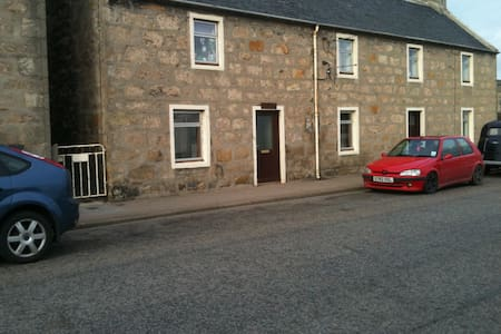Hollytree Cottage by the sea. - Lossiemouth - Byt