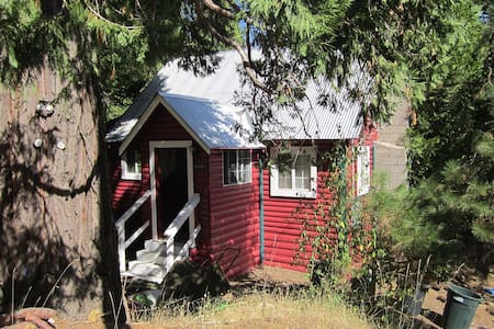 The Little Red Cabin - Long Barn - Cabin
