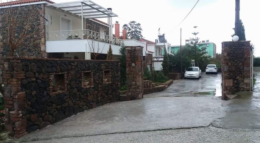 75m2 house,by the sea, near airport (up to 4pers.)