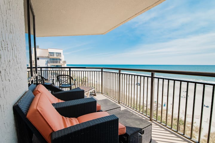 Breathtaking views from Direct 4BR/3BA Oceanfront