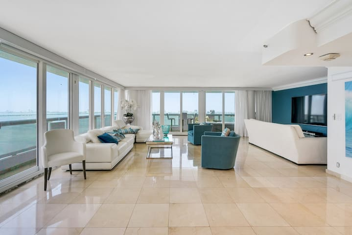 Downtown Miami 2634 | 2BR Waterfront Condo-Hotel | Free Valet Parking