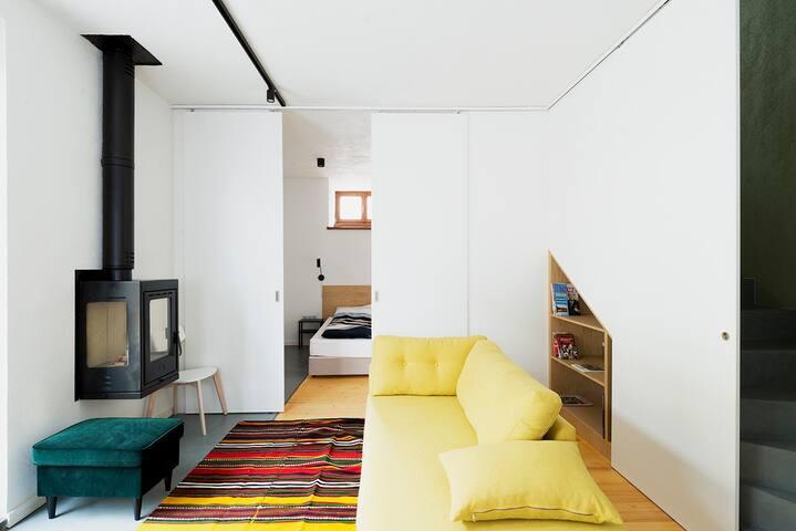 Groundfloor living/bedroom