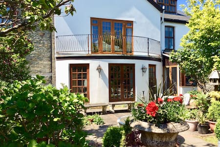 Holiday Let, Llantrisant, near Cardiff - see deals