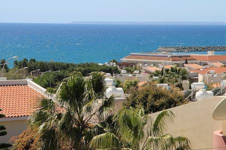 Квартира с одной спальней с шикарным видом на море - Limassol