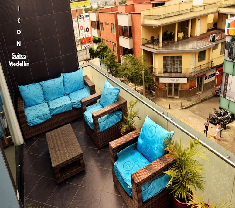 A Beautiful Terrace for Chilling and Watching the 10th Street