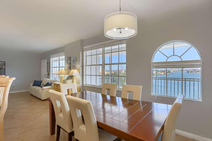 Waterfront Top Floor, Pet Friendly, W/D, Pool, Marina View, 2 King Beds, Balcony -603 Dockside