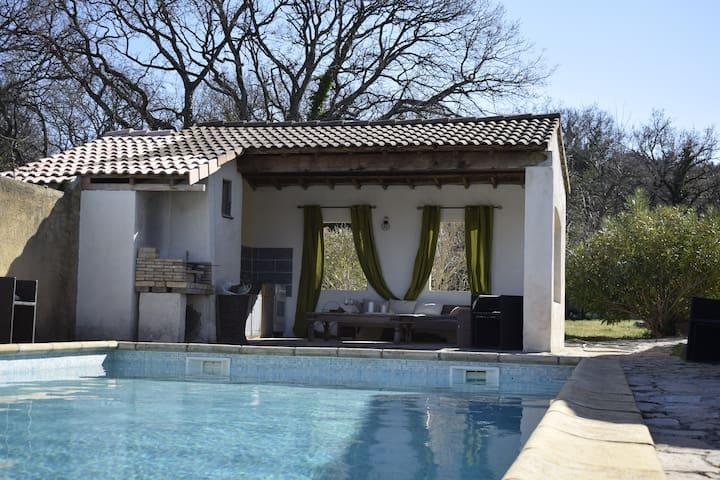 Chambres, petit déjeuner et accès à la piscine