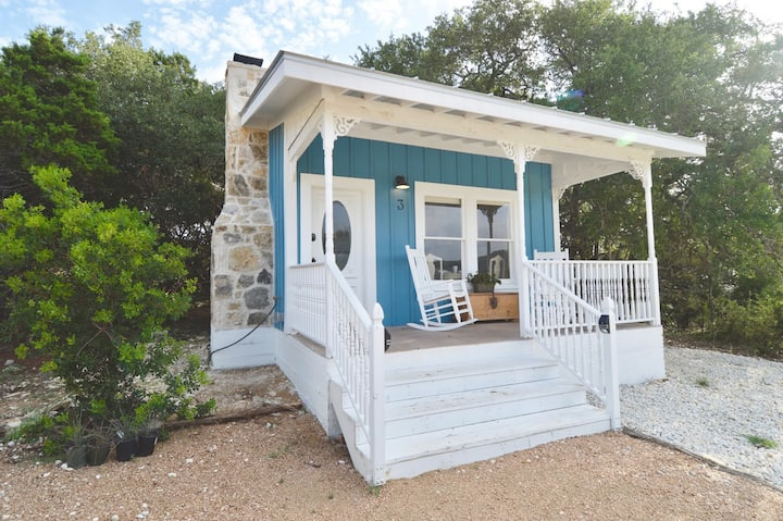 """""""Shabby Chic""""  Ranch Cottage Minutes to Gruene"""