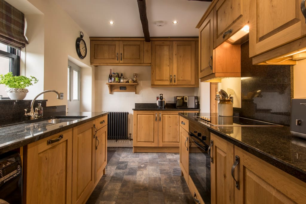 Fully equipped handmade oak & granite country kitchen