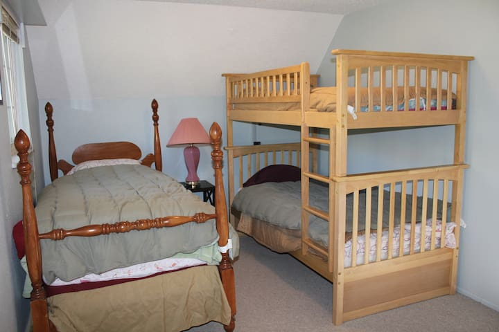 Second room upstairs - 3 twin beds